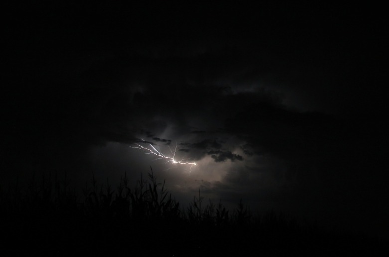 flash-of-lightning-1625380_1920