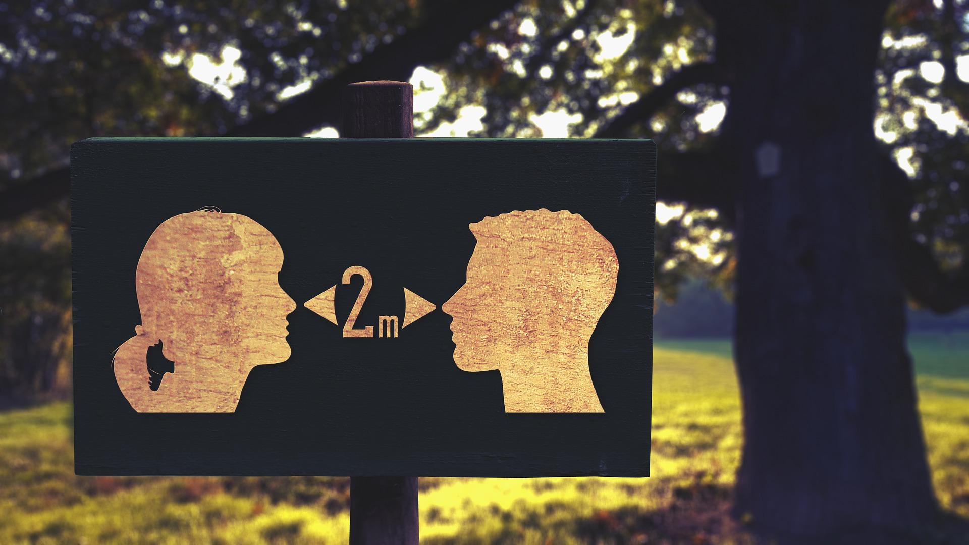 Gotas de saliva expulsadas durante el habla permanecen en el aires hasta por 14 minutos